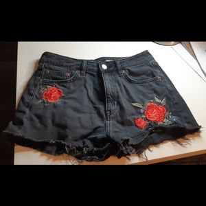 Black jean shorts with roses